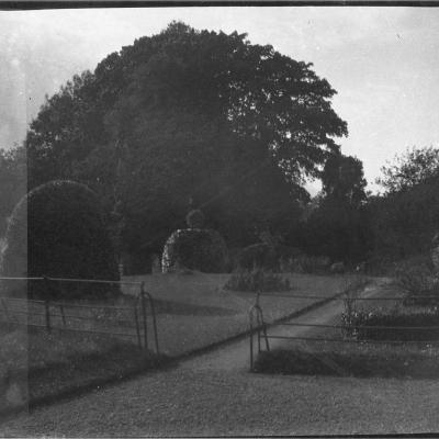 7A Pleasure ground from near Hall door, 9 Oct 1913.jpg